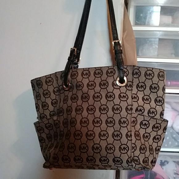 Michael Kors Handbags - Micheal Kors handbag